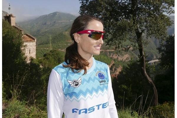 Sandra Corcuera - PentaCampeona del Mundo Retro Running. Corredora FASTER Wear.